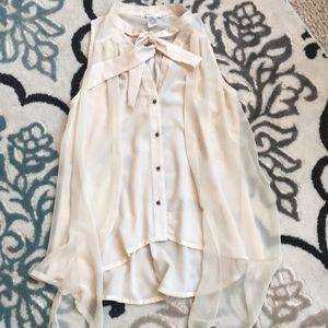 Tops - Fashionable sleeveless cream top